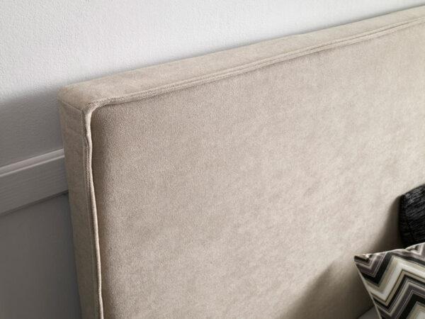 Cabecero tapizado detalle borde