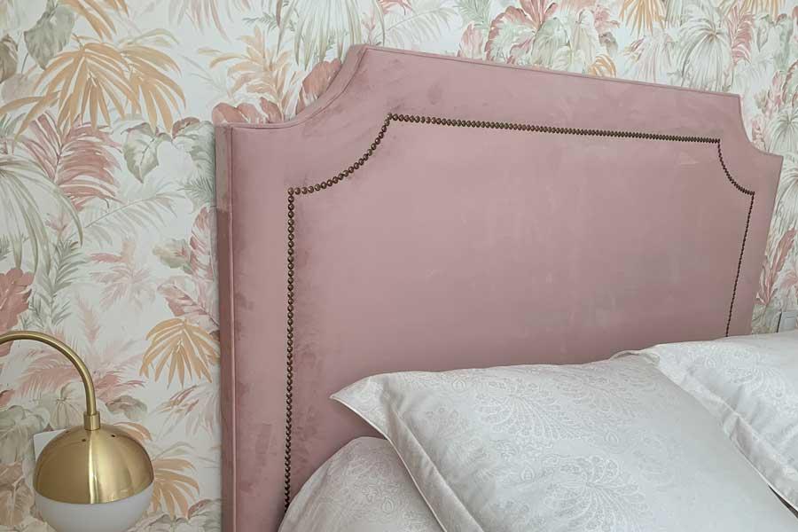 Cabecero terciopelo rosa Glasgow con tachuelas